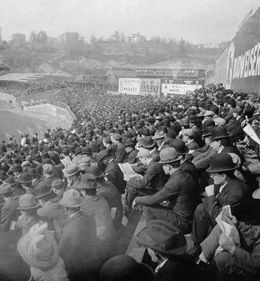 3024735 Spectators at a soccer game, 1909 (b/w photo); (add.info.: Great Britain Overlooking the stand of a stadium probably in the UK. Zuschauer bei einem Fußballspiel, 1909); © SZ Photo / Scherl; RESTRICTIONS MAY APPLY FOR COMMERCIAL USE - PLEASE CONTACT US;  out of copyright.